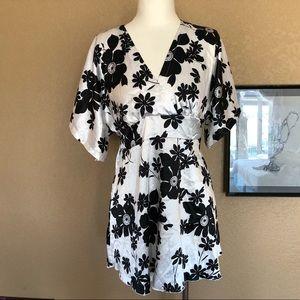 Dresses & Skirts - Black white sateen kimono style dress
